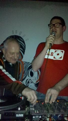 Terry Jones & Weller - - - Rufen sie gerade Atze Knauf aus?